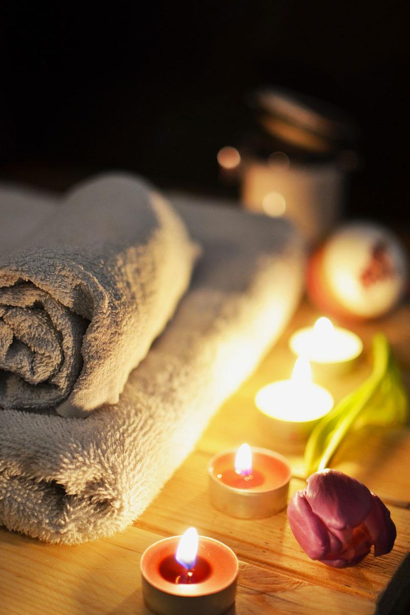 https://www.somnenbulle.fr/wp-content/uploads/2017/12/massage-somnenbulle-serviette-bougie.jpg